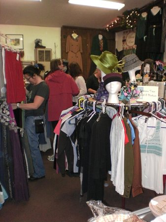 Clothespins Consignment Boutique: Happy shoppers!