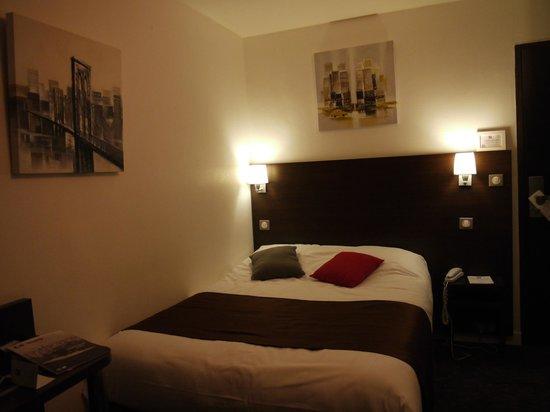Comfort Hotel d'Angleterre : chambre vue de la fenetre