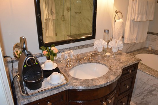 Hotel Les Mars, Relais & Chateaux : Bathroom sink and Nespresso maker