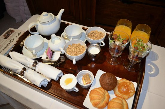 Hotel Les Mars, Relais & Chateaux: Great in-suite continental breakfast with delicious croissants!