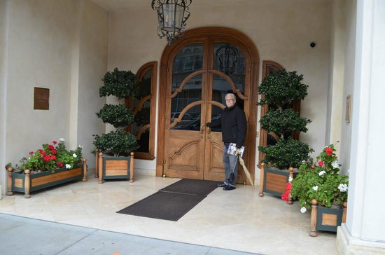 Hotel Les Mars, Relais & Chateaux: The front doors of the hotel