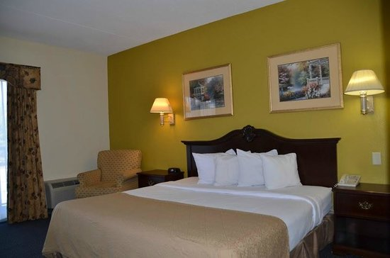 Quality Inn & Suites Worcester : Room with King Bed