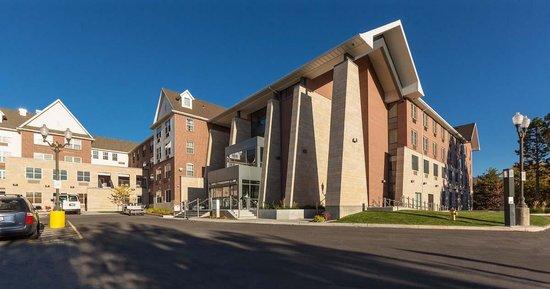 University Guest House & Conference Center: Conference Center Entrance