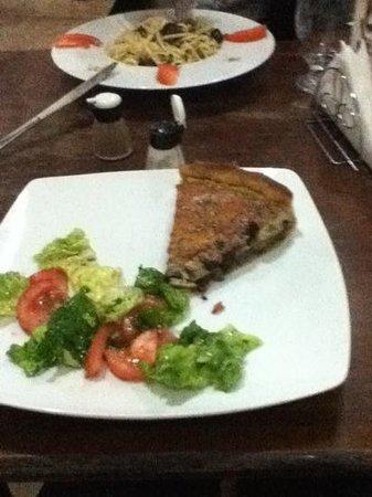 Le 44 cafe restaurant: zucchini tart