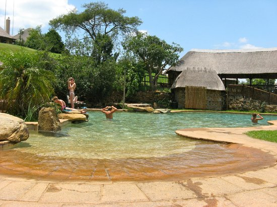 Montusi Mountain Lodge: Super pool