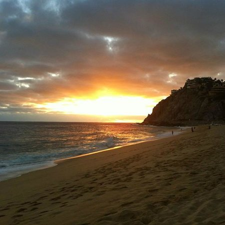 Sandos Finisterra Los Cabos: Sunset from beach