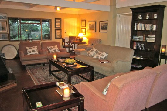 Fugitive's Drift Lodge and Guest House: Lovely drawing room