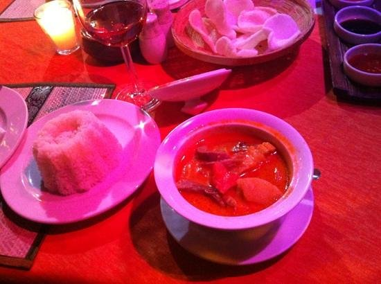 White Elephant Thai Resturant: duck curry & rice crackers