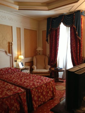 Hotel Splendide Royal: Room with window - we did not have a good view