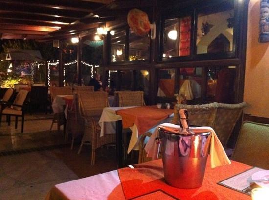 White Elephant Thai Resturant: terrasse