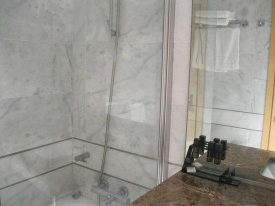 Aldeia dos Capuchos Golf & Spa: Box do banheiro