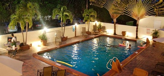 Ocean Lodge: Night Pool