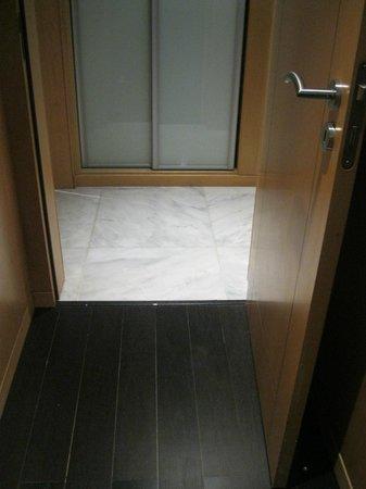 Aldeia dos Capuchos Golf & Spa: Armário - Porta do quarto