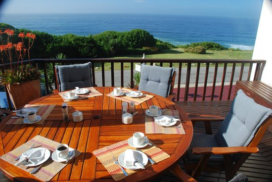 Shining Waters: Breakfast served on the balcony