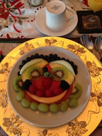 Serenity Ranch Bed and Breakfast: How fun ---- my breakfast fruit plate!