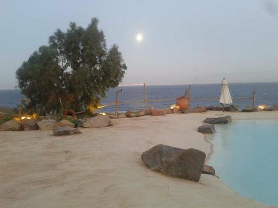 Castle Zaman: moon time of the sunset