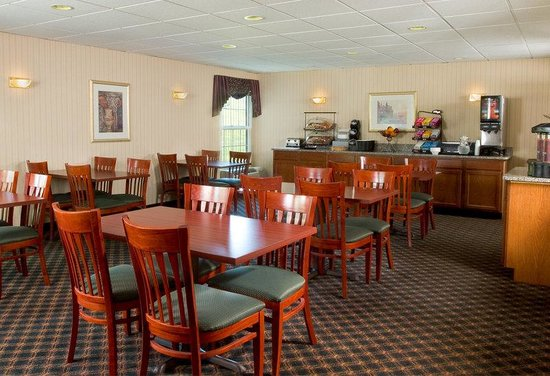 Regency Inn & Suites: Comfort Inn Breakfast