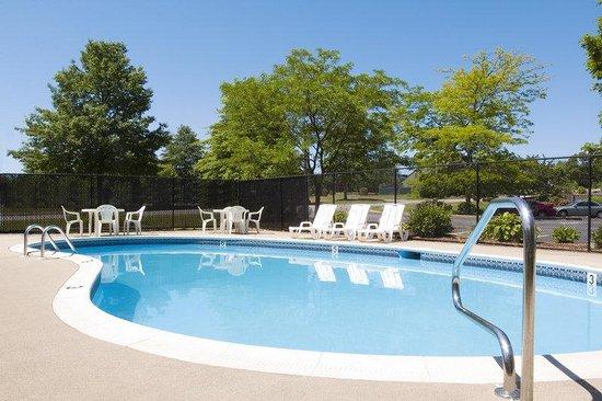 Regency Inn & Suites: Comfort Inn Pool