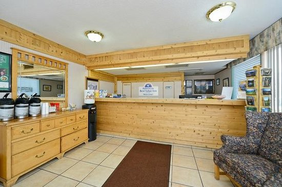 Americas Best Value Inn Missoula: Rgistration Desk/Lobby