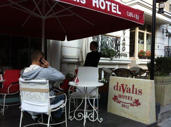 Divalis Hotel: Перед отелем