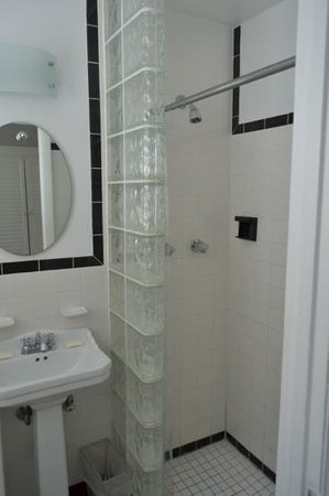 Sobe You Bed and Breakfast: the shower