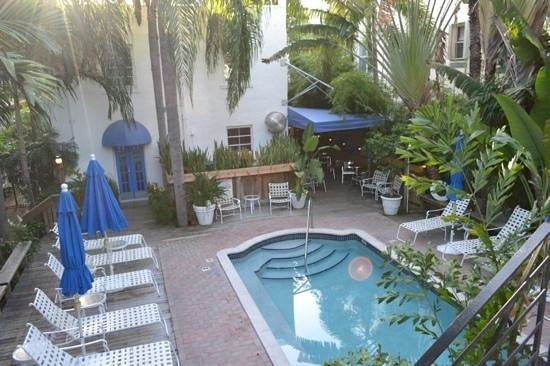 Sobe You Bed and Breakfast: the swimming pool and the breakfast area
