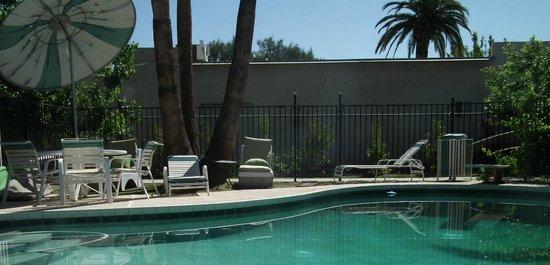 Raz Inn: Warm heated pool for the Spring