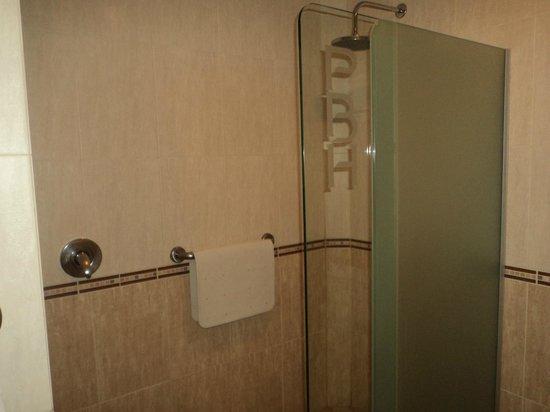 Portobelo Hotel: baño