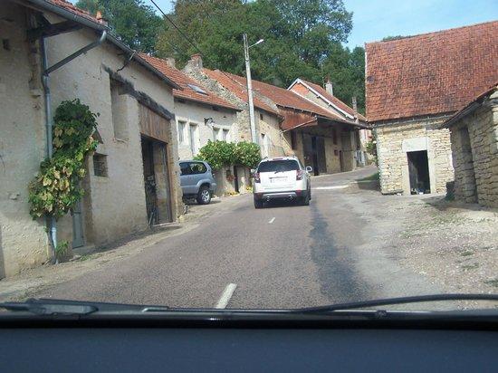 Le Verger sous les Vignes: Rua de Villeferry