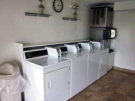 Motel 6 Detroit N.W. - Farmington Hills: MLaundry