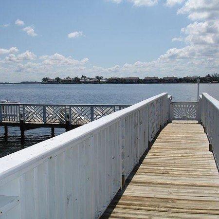 Tradewinds Beach Resort: Pier