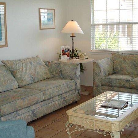 Tradewinds Beach Resort : Living Room