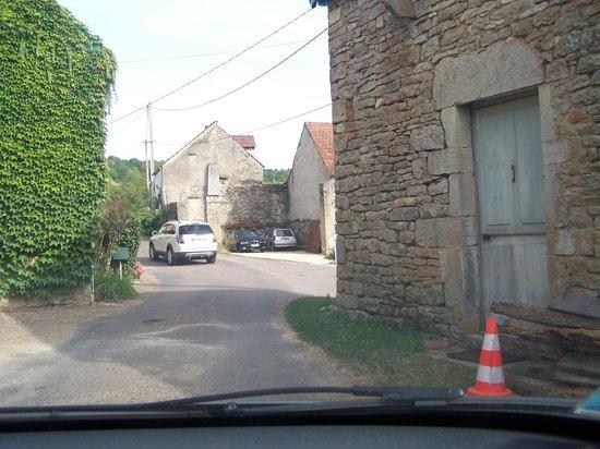 Le Verger sous les Vignes: Rua em Villeferry
