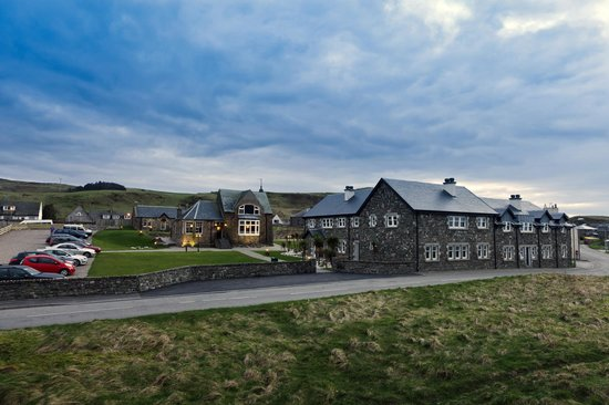 The Ugadale Hotel & Cottages: The Ugadale Cottages and Old Clubhouse Pub