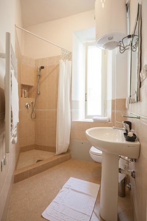 B&B Calamatta: private bathroom