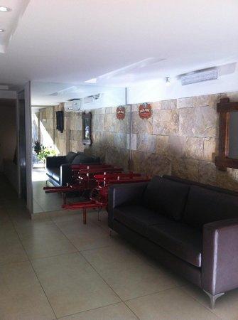 Milino Buenos Aires Apart Hotel: Lobby de entrada do prédio pela Rua Loyolla.