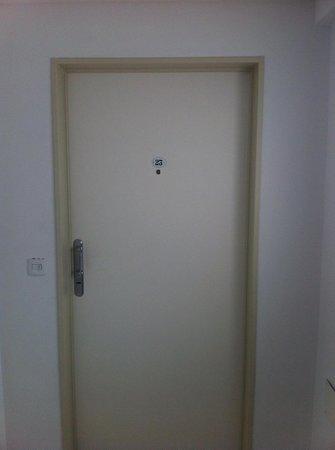 Milino Buenos Aires Apart Hotel: Portas com fechaduras um pouco antigas e difíceis de se abrir.