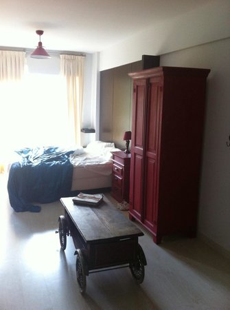 Miliño Buenos Aires Apart Hotel: Excelente Cama, blackout parcial, armário e bom colchão de molas.