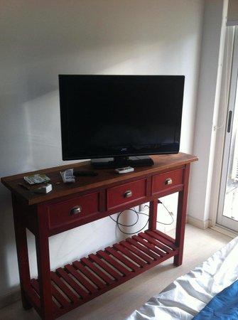 Milino Buenos Aires Apart Hotel: TV com cabo e tela plana funcionando perfeitamente.