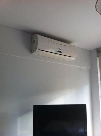 Milino Buenos Aires Apart Hotel: Ar condicionado silencioso e com splitter.