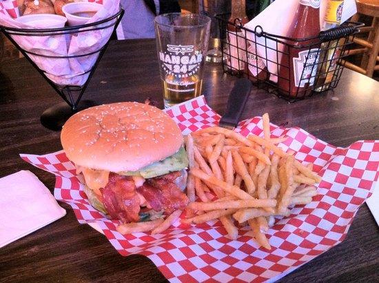 Murray's Saloon & Eatery: Avocado burger