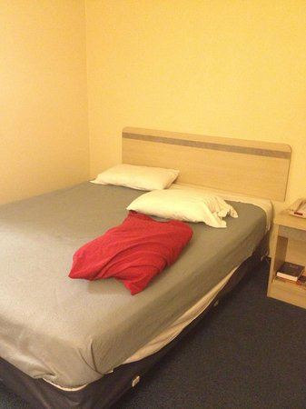 Motel 6 San Luis Obispo South: clean bed!!!:)