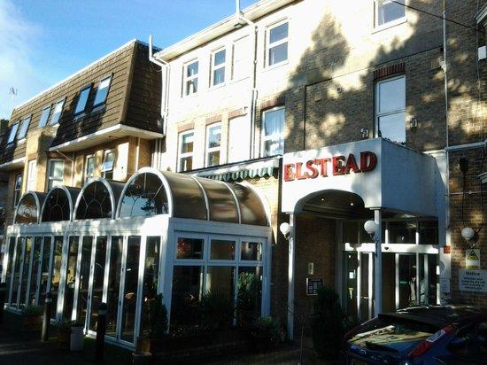 Elstead Hotel: Front of hotel
