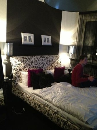 hotel friends Dusseldorf Downtown: room 403, really stylish!