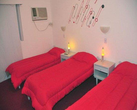 Stop hostel iguazu puerto iguaz argentina opiniones for Media room guest bedroom