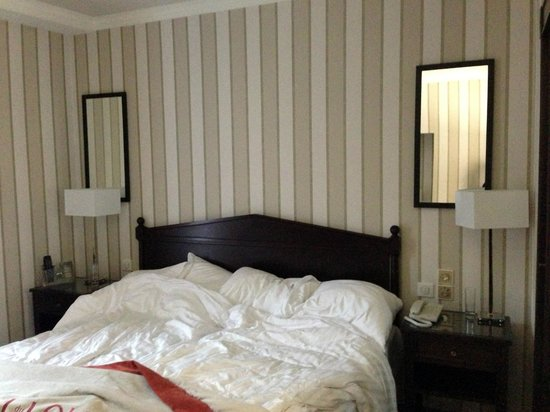 Hotel du Louvre: Two twin beds?