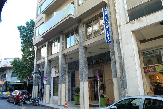 Plaka Hotel: Front of hotel