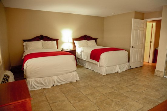 Lake Grassy Inn & Suites: Deluxe suite