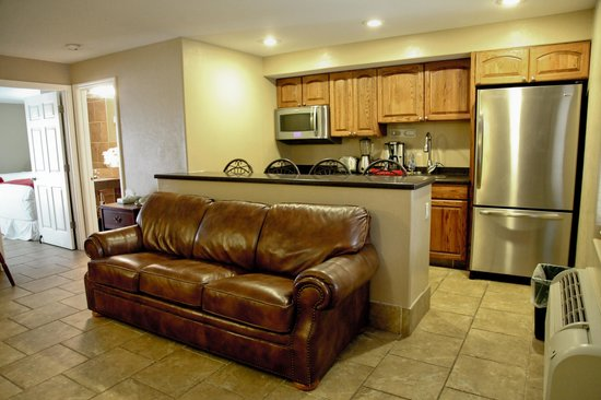 Lake Grassy Inn & Suites: Deluxe Suite with a separate living room and a full size kitchen