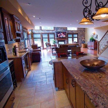 Ellicott Villas: Great Room Kitchen